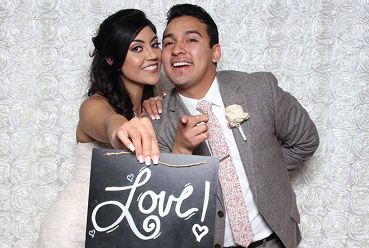 Affordable Wedding Photo Booth – 10 Fun Features You Can Get!